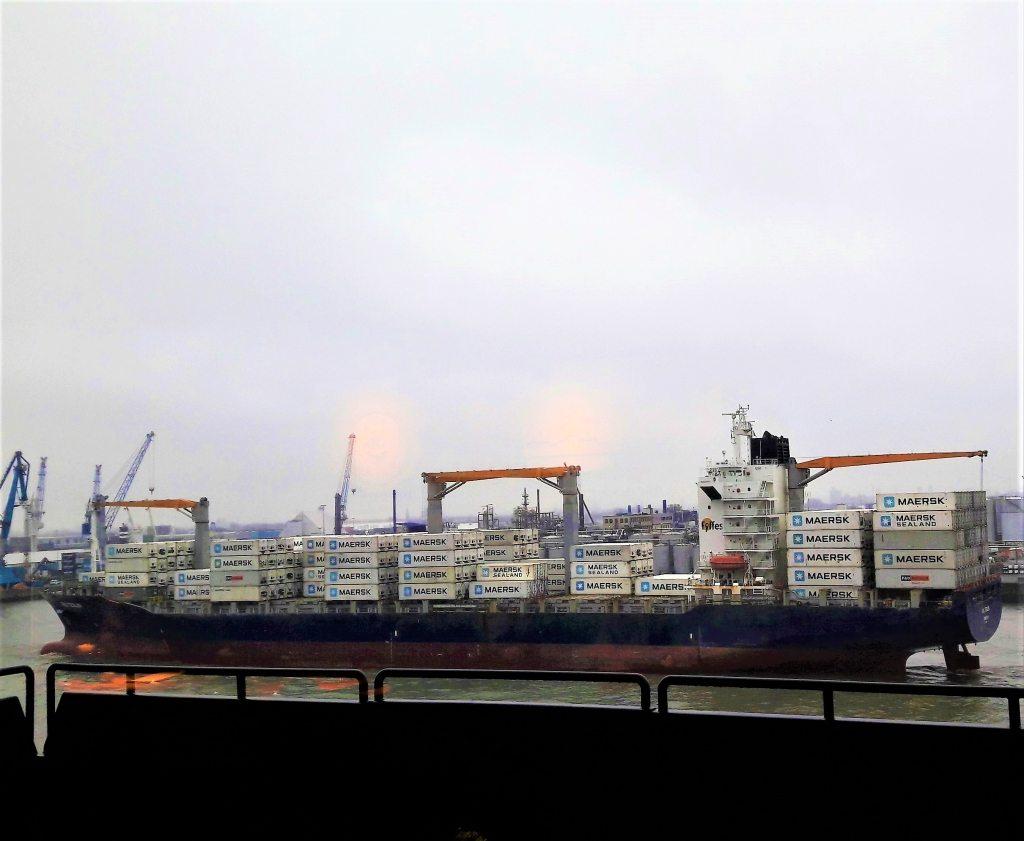 Containerschiff Hafen Hamburg Elphi