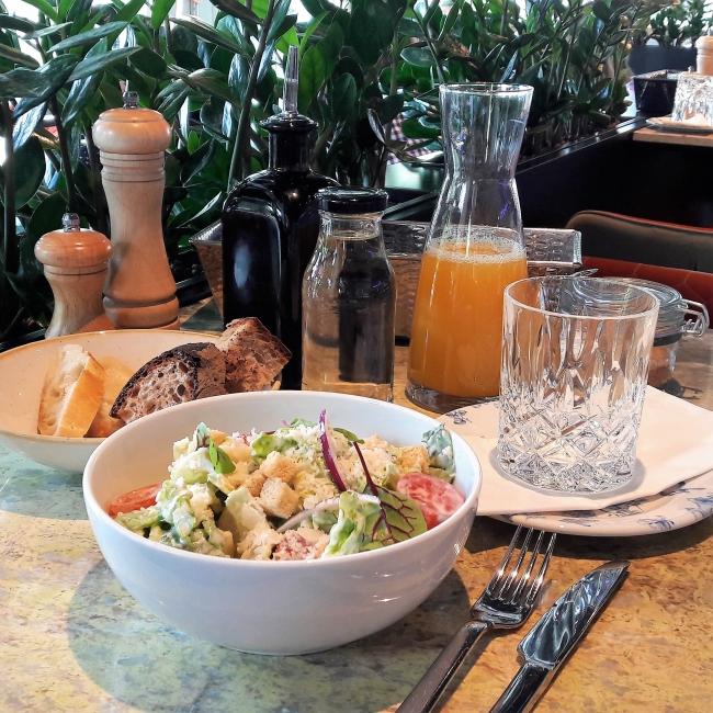Mittagstisch Lunchbrett Basil & Mars Alster Hamburg