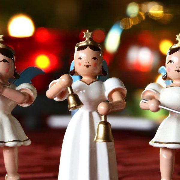 Singende Holzweihnachtsengel im Adventstakt