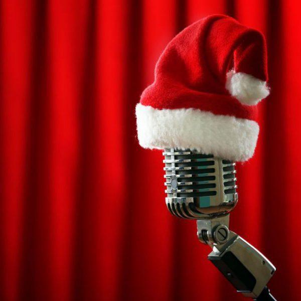 Mikrofon mit Wiehnachtsmütze