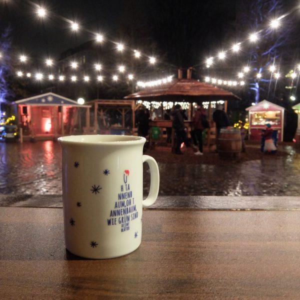 Tasse vom Weihnachtsmarkt an der Apostelkirche
