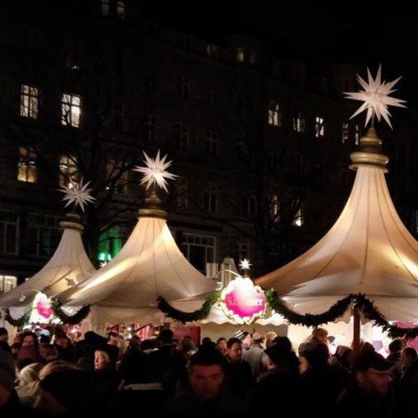 Weihnachtsmärkte mit Sternenhimmel? Der Fleetweihnachtsmarkt versetzt einen garantiert in Weihnachtsstimmung!