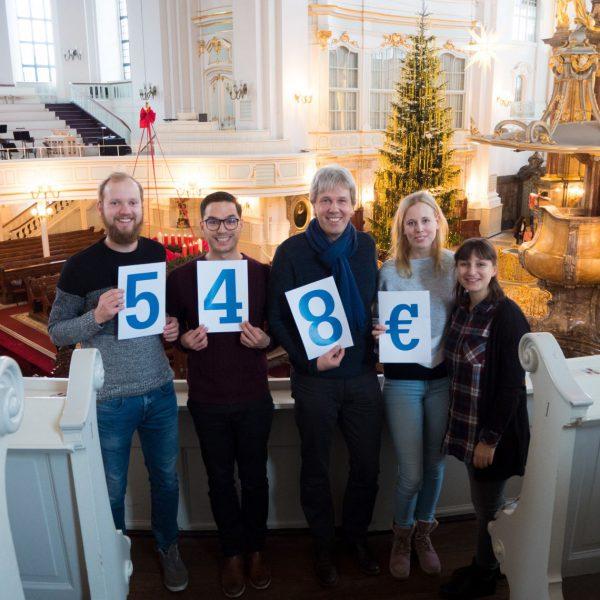 Spendenbild über 548€ an die Singschule der St. Michaelis Kirche