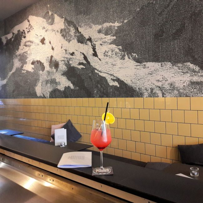 Drinks und leckeres Eis in der MINUS Gelato Bar Karoviertel Hamburg