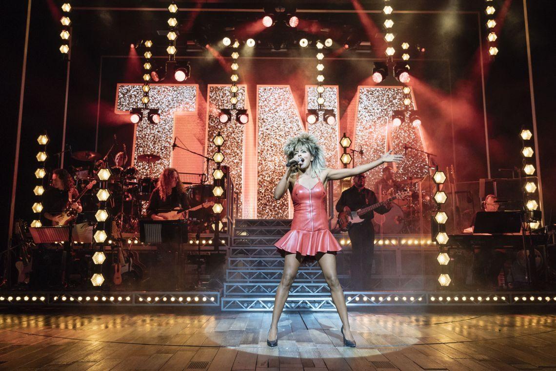 Tina Turner live auf Bühne im Musical Hamburg