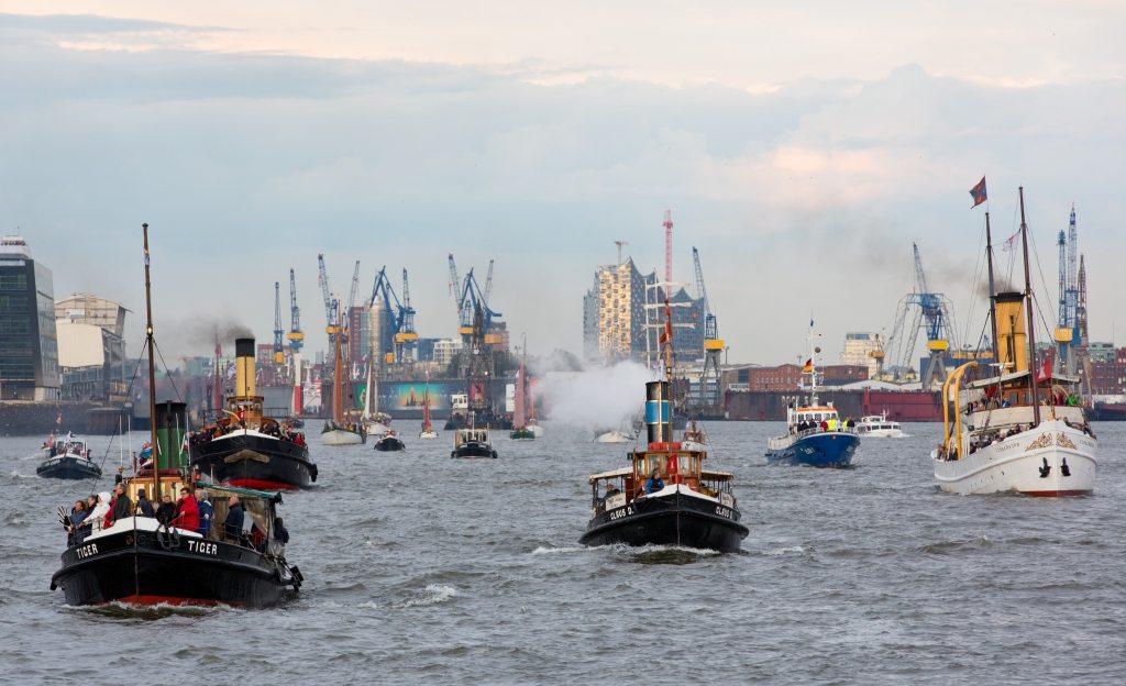 Foto: Parade Traditionsschiffe - Altonale GmbH