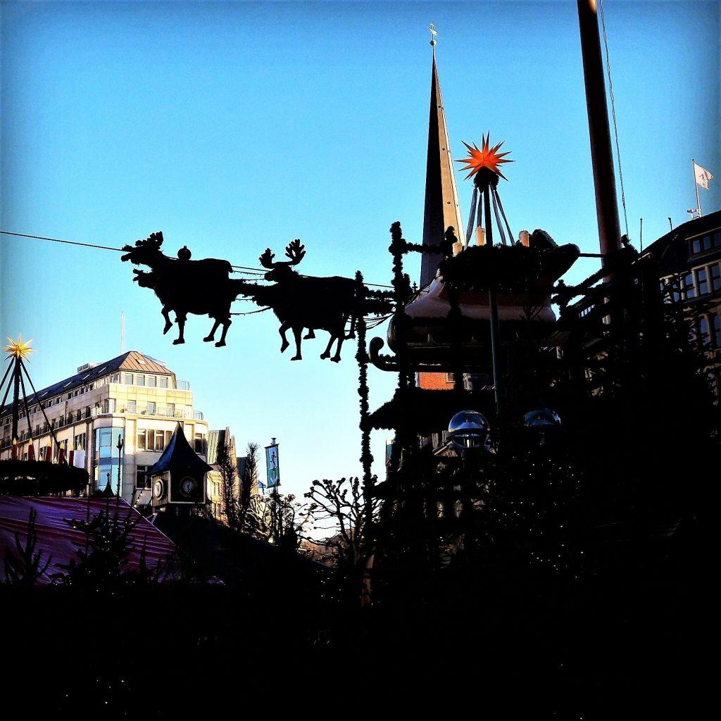 weihnachtsmarkt-rathaus-hamburg