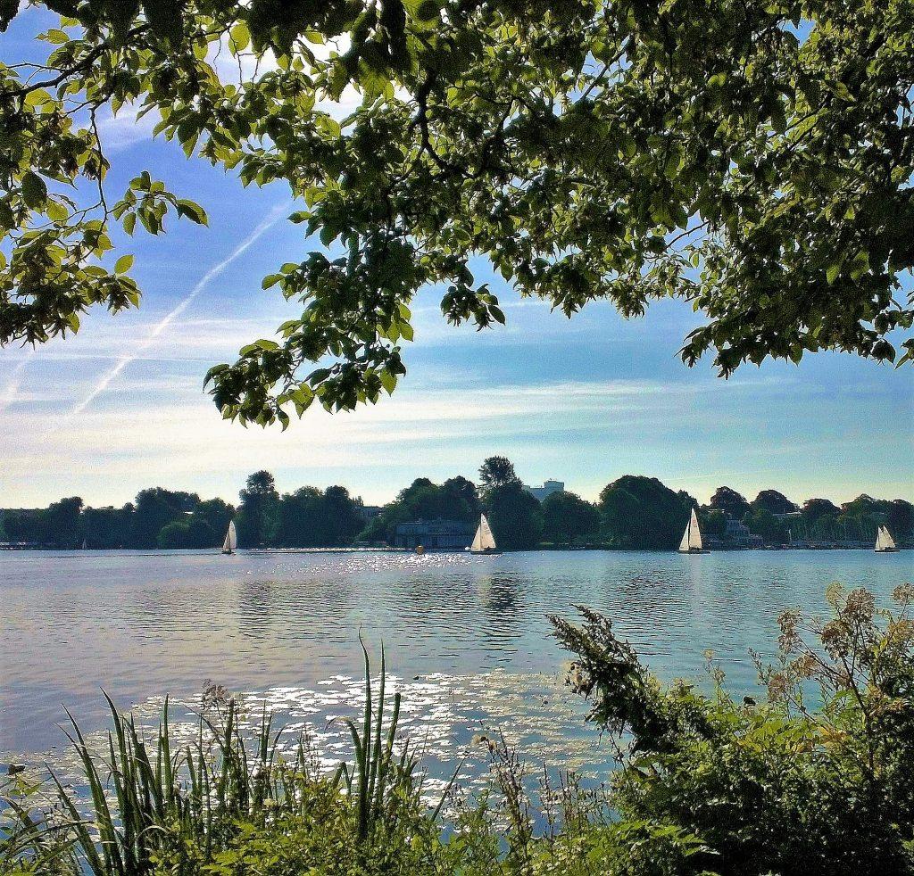 Alster Segelboote Sommer in Hamburg