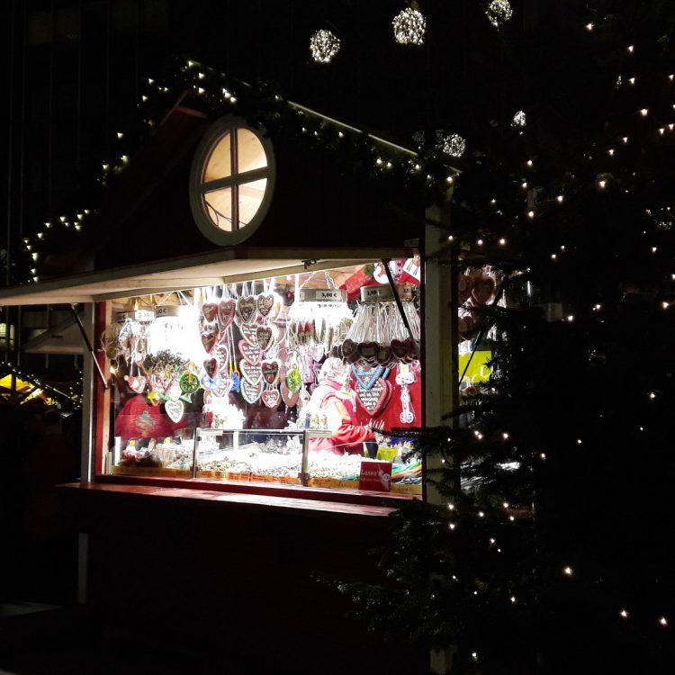 Lebkuchenherzen auf dem Weihnachtsmarkt Osterstraße Hamburg