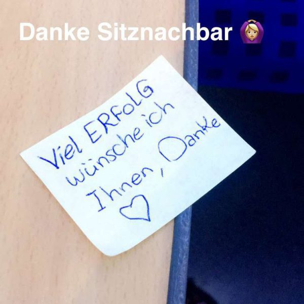 Leiden eines Hamburg Pendlers- Mein Sitznachbar etwas verzweifelt huscht davon und hinterlässt mir eine kleine Botschaft.
