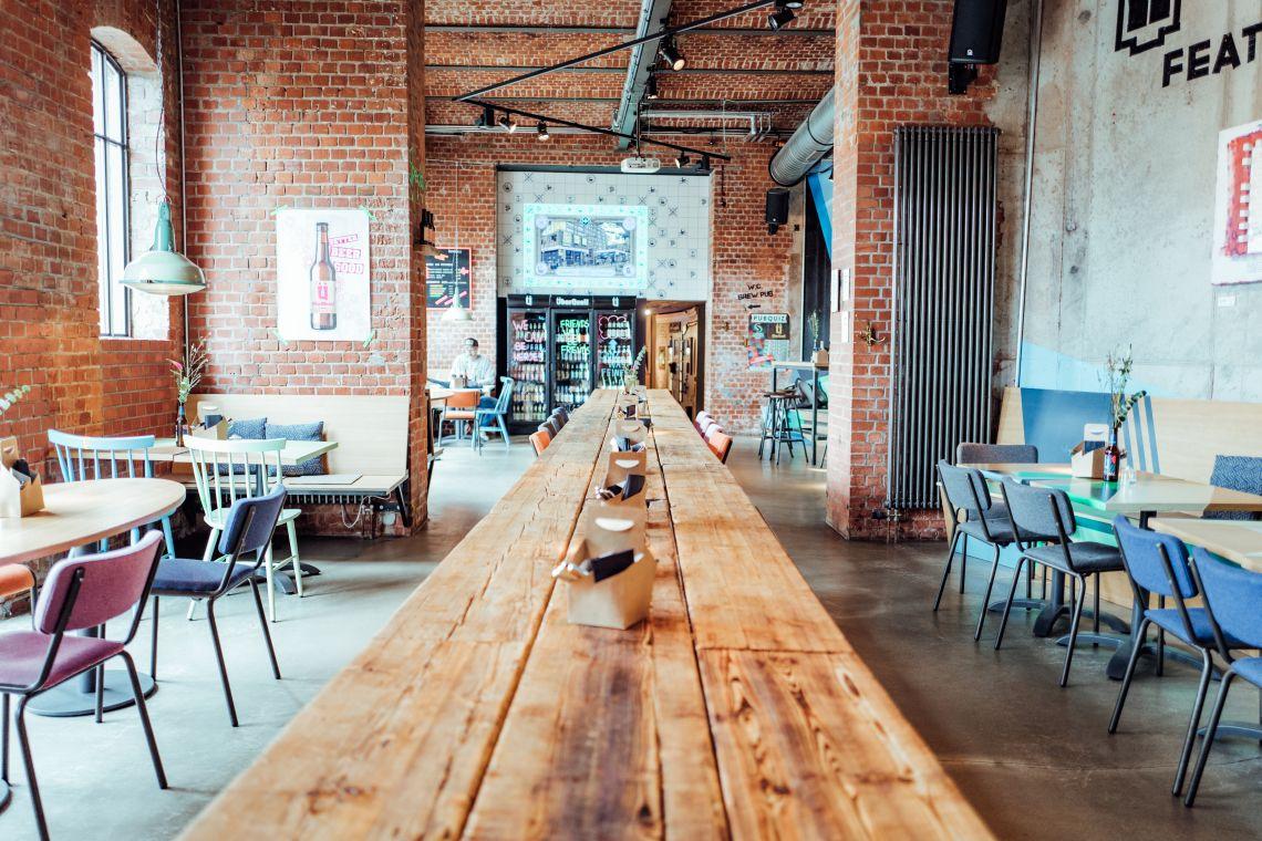 Das Innere vom ÜberQuell Restaurant - ÜberQuell Restaurant in St. Pauli